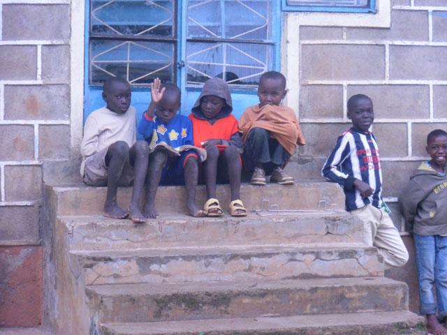 Kinder-auf-Treppe-2013.jpg